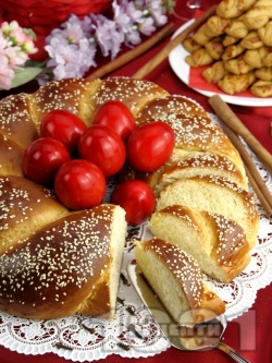 Домашен плетен козунак за Великден - снимка на рецептата